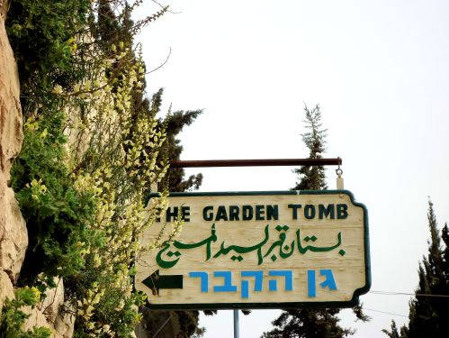 Garden Tomb entry signage. © Charles E. McCracken Archives.