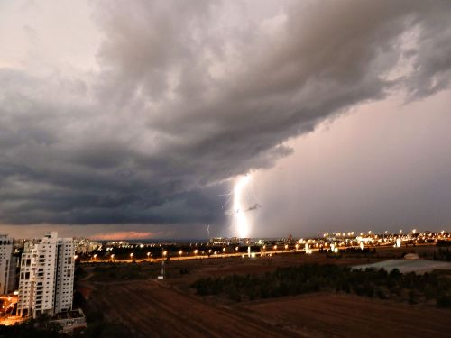 PikiWiki_Israel_28004_Friday_Night_Thunder_amp;_Lightnings_2t