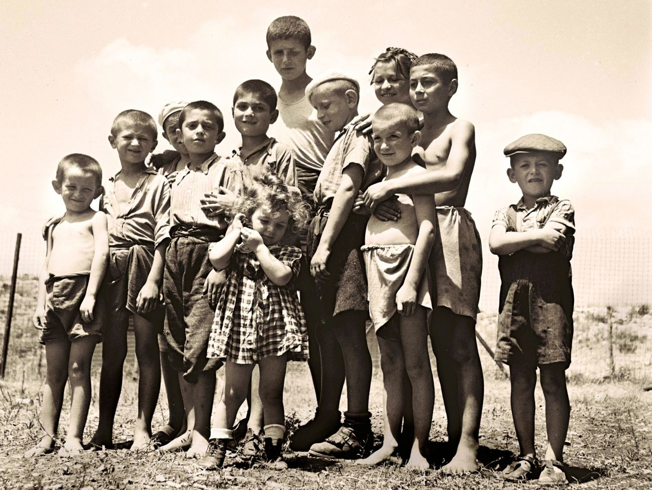 Flickr_-_Government_Press_Office_(GPO)_-_A_group_of_orphans,_survivors_of_the_holocaust,_atthe_reception_camp_in_Atlit_t.