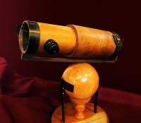 Replica of Isaac Newton's second reflecting telescope, (c. 1672).