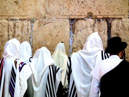 Prayer_at_the_Wailing_Wall_-_Israel_t