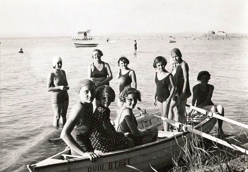 jane-haining-her-girls-at-lake-balaton-during-summer-holidays-spent-in-a-rented-villa