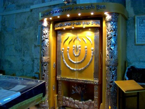 Hevron e Ma'arat HaMachpela (The Cave of the Patriarchs where the tombs of Abraham and Sarah, Isaac and Rebekah, Jacob and Leah are located in Hebron).