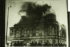 6_Frankfurt am Main Synagogue burning during Kristallnacht